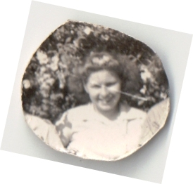 Goldie Isabel Price Heiser, most likely, photo in locket belonging to Myrtle Hillard Burroughs